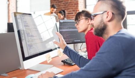 Zwei Online Marketing Manager erstellen XML Sitemap