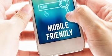 John Müller rät davon ab, langsame Ressourcen nur für den Googlebot zu sperren, denn die Mobilfreundlichkeit kann so nicht eingeschätzt werden
