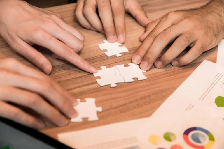 Rankings können mehrere Monate schwanken bei Zusammenführen oder Splitten von Webseits, so John Müller