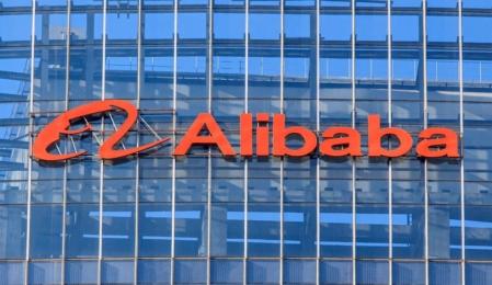 Alibaba Firmenschriftzug an einem Gebäude