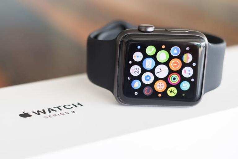 Seit der Veröffentlichung der Apple Watch Series 4 undder damit neu eingeführten EKG-App lässt sich eine verstärkte Ausrichtung von Apple an die älteren Generationen erkennen.