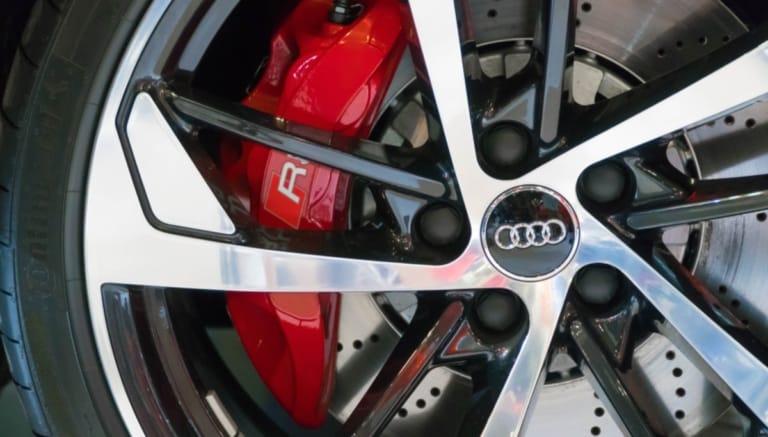 Das neue Audi E-Thron Modell kommt verspätet auf den Markt.