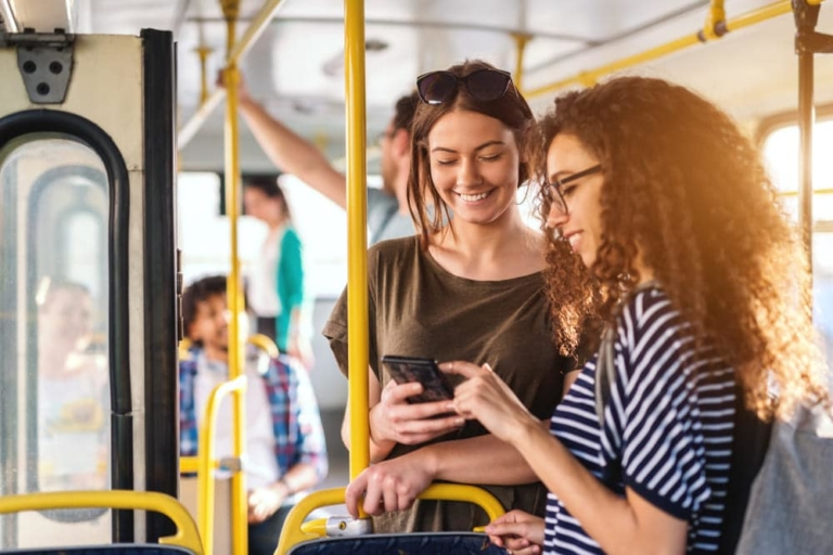 Mädchen in Bus
