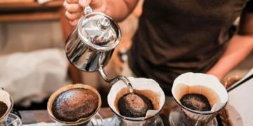 Drei Kaffeefilter neben einander