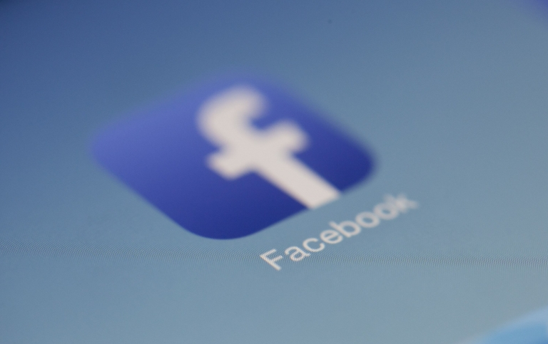 Facebook Logo mit App Icon
