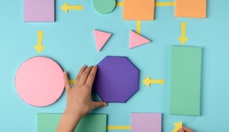Papierformen in verschiedenen Farben und Grössen