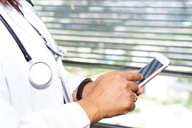 Google bietet immer häufiger medizinische Suchergebnisse an.