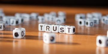 Trust Schriftzug