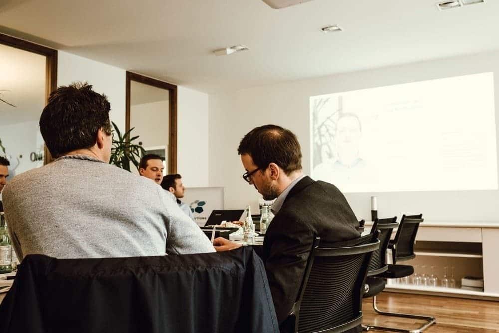 Jörg Niethammer, Teamleader im Bereich SEO, erklärt den Teilnehmern die Grundlagen des Affiliate Marektings.