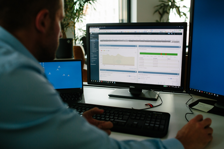 Mitarbeiter am Laptop