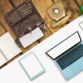 Schreibtisch alt mit Schreibmaschine vs. neu mit Laptop