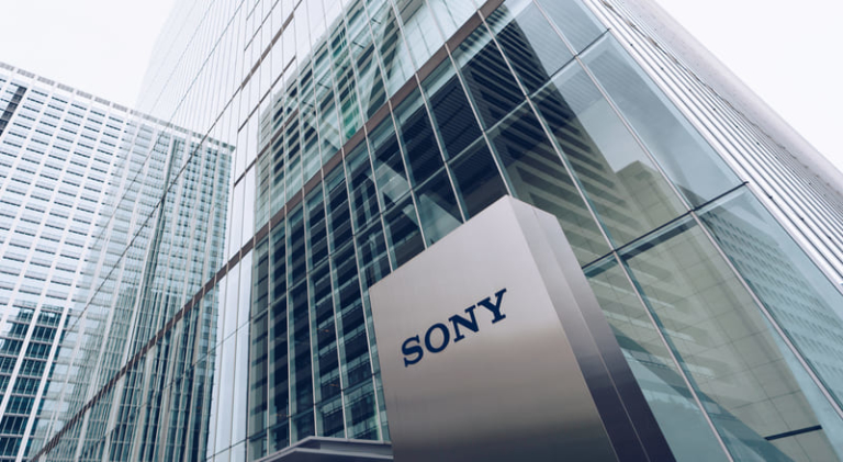 Sony wird seinen europäischen Verwaltungssitz von London nach Amsterdam verlegen. Diese Maßnahme wird ergriffen, um mögliche Probleme nach dem Brexit zu vermeiden.