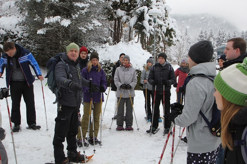 die OSG bei dem Schneeschuhwandern