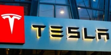"""Kurz vor dem offiziellen Verkaufsstart des neuen """"Tesla Model 3"""" in Deutschland, wurde dieser in die Liste für förderfähige Elektrofahrzeuge vom Bundesamt für Wirtschaft und Ausfuhrkontrolle (Bafa)aufgenommen."""