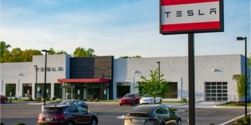 Tesla knackt mit Model 3 die 100.000 Marke