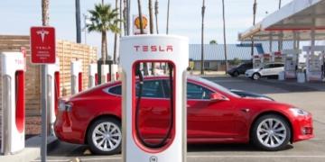 Tesla-Verkäufe in China um über 50 Prozent eingebroche