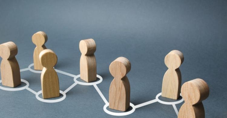 Engagement Marketing Holzfiguren