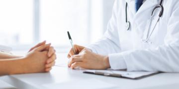 """""""Doktor Google"""" liefert zu Krankheiten und Symptomen nun hervorgehobene Suchergebnisse aus."""