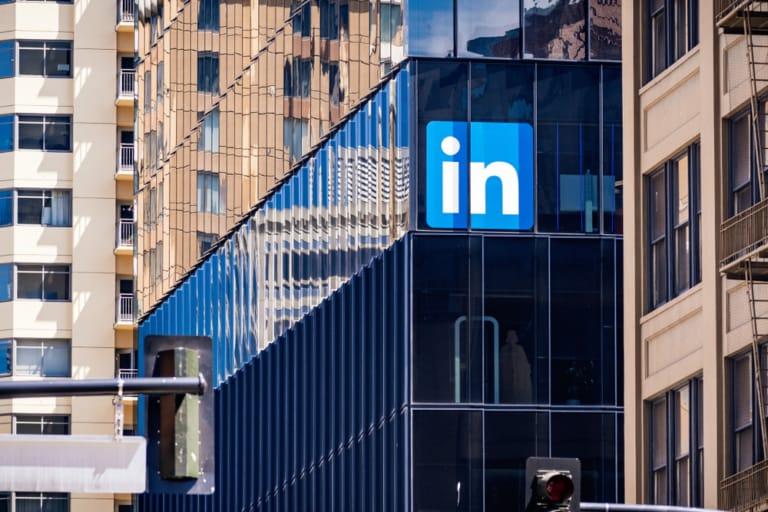 LinkedIn führt einen Produkt-Tab auf Unternehmensseiten ein