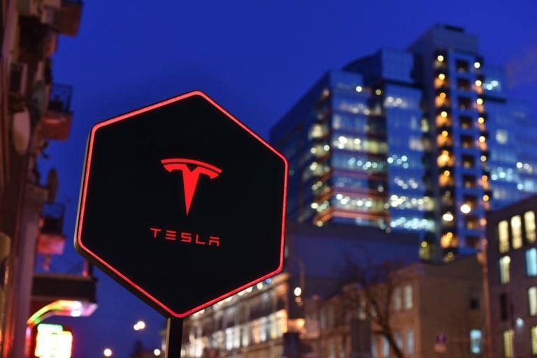Tesla bleibt an der Börse